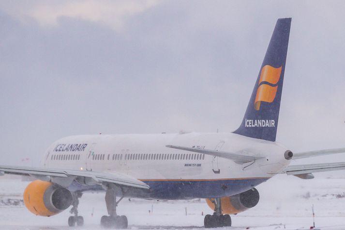 Vél Icelandair á Keflavíkurflugvelli.