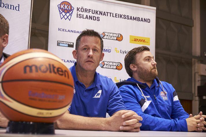 Craig Pedersen og hans hundtryggi aðstoðarmaður, Finnur Freyr Stefánsson, á blaðamannafundi.