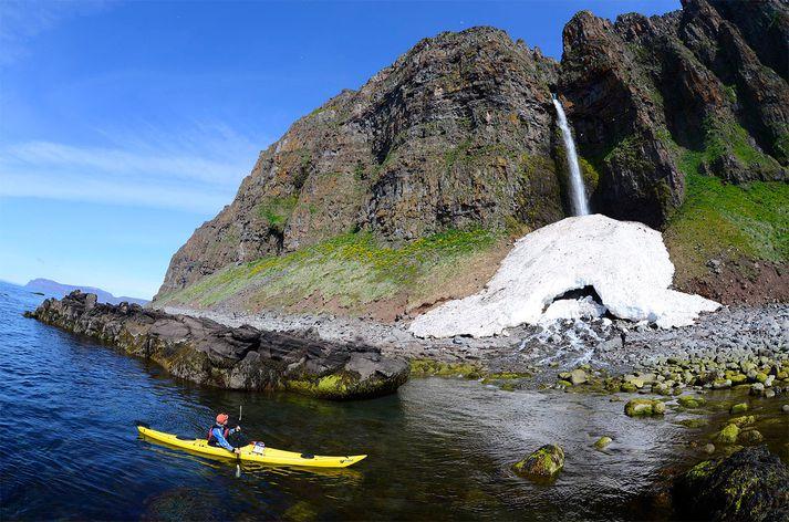 Samkomulagið felur í sér að Arctic Adventures hf. kaupir alla hluti í Into the Glacier ehf. af Icelandic Tourism Fund (ITF) og Sigurði Skarphéðinssyni framkvæmdastjóra Into the Glacier.