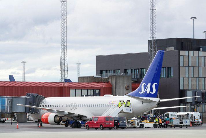 Flugvél SAS á Keflavíkurflugvelli.