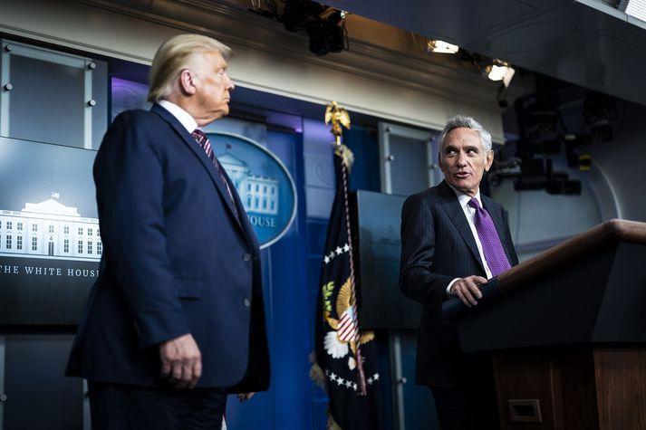 Donald Trump, forseti, og Scott Atlas, ráðgjafi hans.