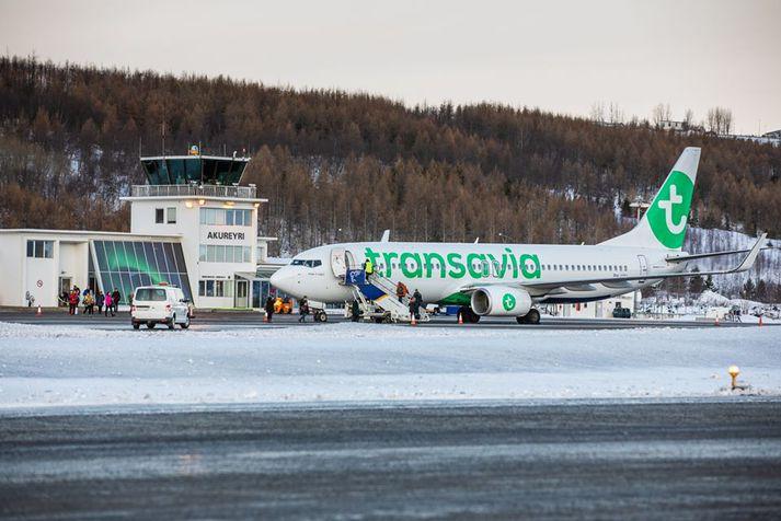 Flugvél á Akureyrarflugvelli.