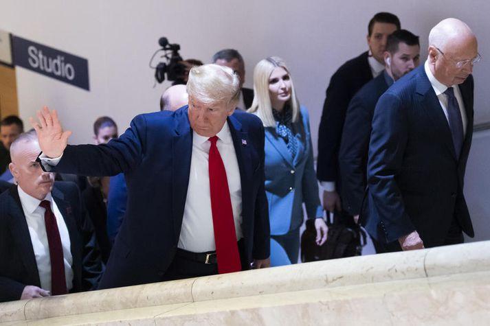 Trump með dóttur sinn Ivönku á efnahagsráðstefnunni í Davos í Sviss.