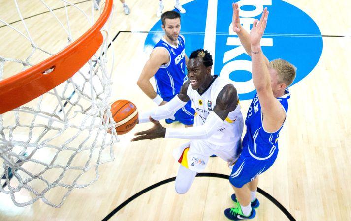 Dennis Schröder í leiknum á móti Íslandi á Eurobasket í Berlín haustið 2015.