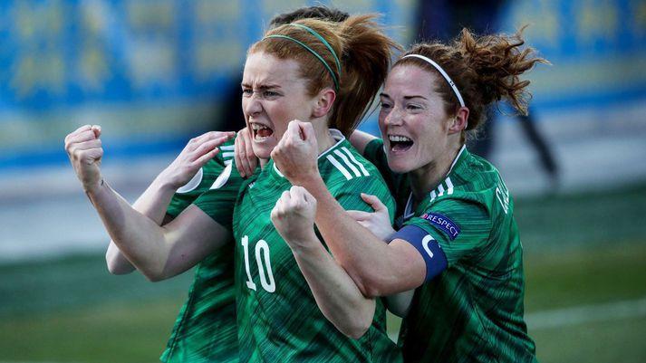 Norður-Írland vann frækinn 2-1 sigur í Úkraínu í kvöld.