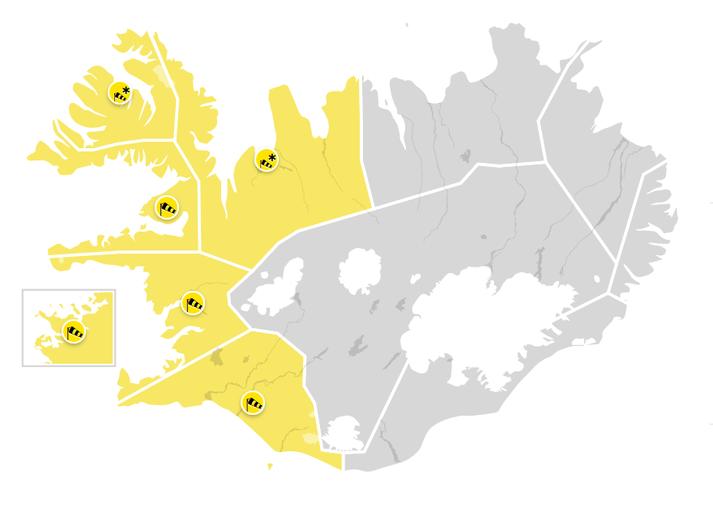 Gular viðvaranir verða víða í gildi klukkan 15 á þriðjudag.