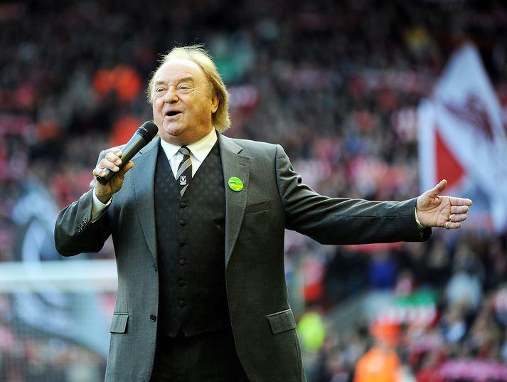 Marsden syngur hér You'll Never Walk Alone á Anfield, heimavelli Liverpool, árið 2010.