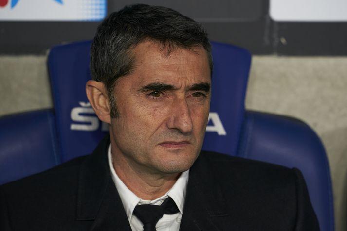 Þrátt fyrir gott gengi var Velvarde ekki vinsæll hjá stuðningsmönnum Barcelona.