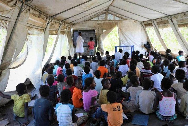 Bráðabirgðakennslustofa sem Barnaheill - Save the Children settu upp í Sofala héraði í Mozambique í kjölfar fellibylsins Idai.