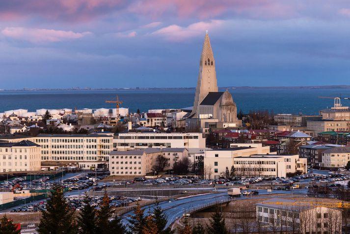 Hlýjast verður suðvestanlands í dag.