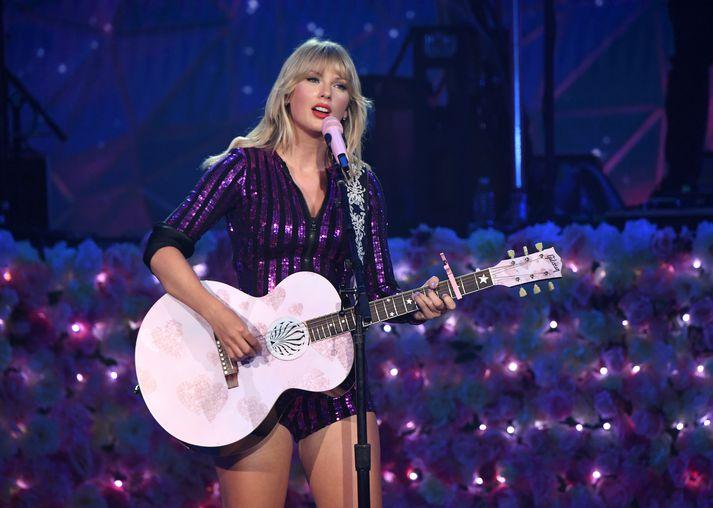 Taylor Swift er meðal þeirra fjölmörgu stjarna sem fer með hlutverk í myndinni.