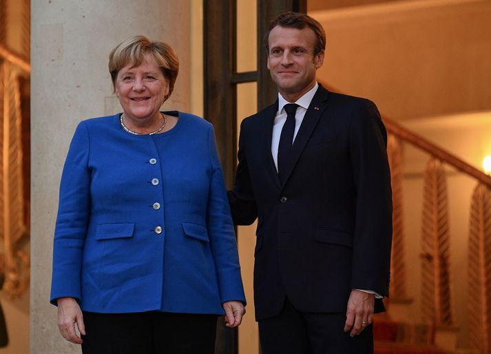 Angela Merkel og Emmanuel Macron í París í gær.