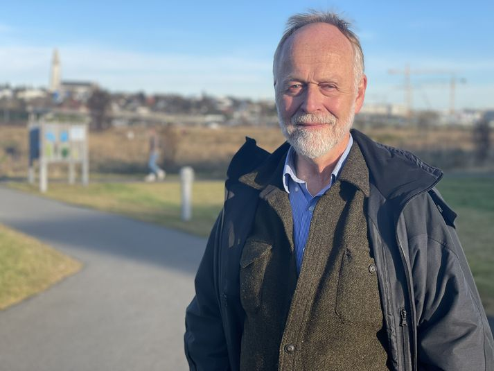 Páll Einarsson er jarðeðlisfræðingur og prófessor emeritus við Háskóla Íslands.