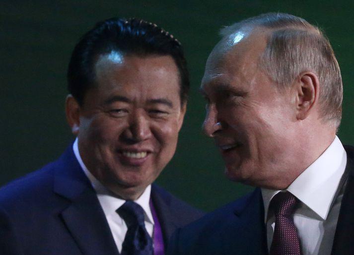 Hongwei (t.v.) ásamt Vladimir Putin Rússlandsforseta