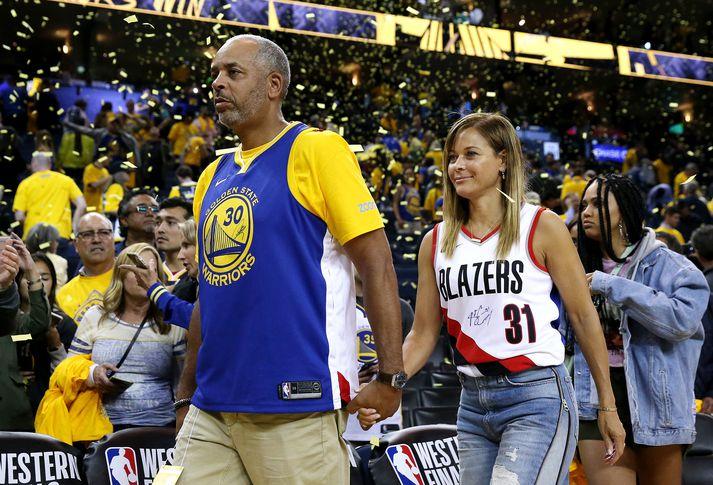 Dell og Sonya Curry á leik Golden State Warriors og Portland Trail Blazers í úrslitum Vesturdeildar NBA 2019 þar sem synir þeirra, Stephen og Seth, mættust.