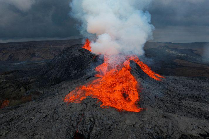 Jarðeldarnir í Geldingadölum hófust 19. mars og hefur gosið nú staðið í tæpa sjö mánuði.