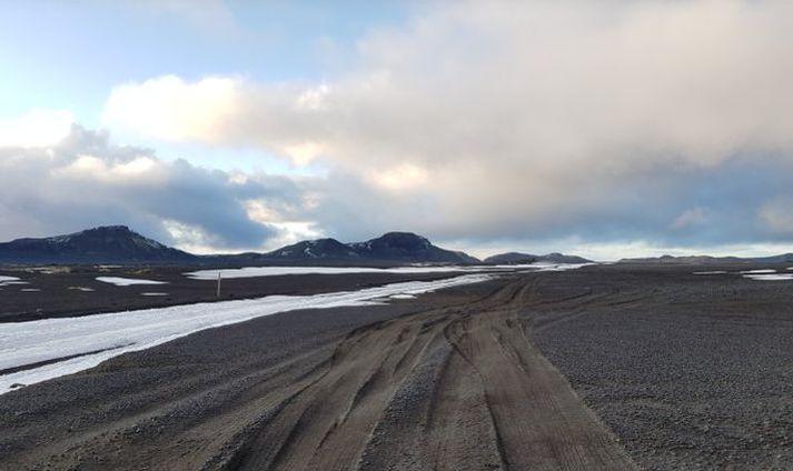 Tökur fara nú fram fyrir bresku þættina Top Gear við Hjörleifshöfða.