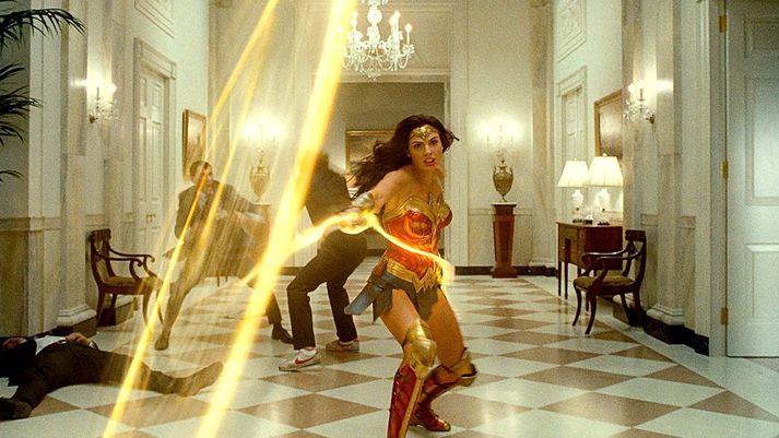 Wonder Woman lætur ekkert stöðva sig, ekki einu sinni kórónuveiruna.