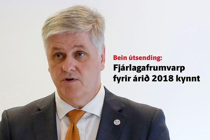 Benedikt Jóhannesson fjármálaráðherra kynnir frumvarpið í húsakynnum ráðuneytisins.