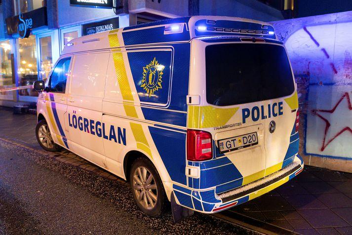Lögregla þurfti meðal annars að hafa afskipti af ölvuðu fólki í gærkvöldi og nótt og kanna með grunsamlegar ferðir á Seltjarnarnesi.