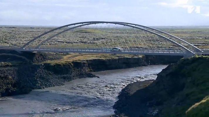 Nýja brúin yfir Eldvatn hjá Ásum.