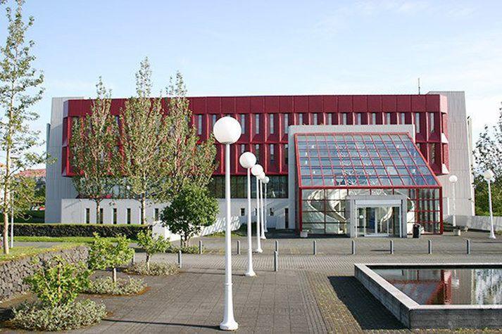 Landsbókasafn Íslands - Háskólabókasafn var opnað í Þjóðarbókhlöðunni á Melunum 1. desember 1994.