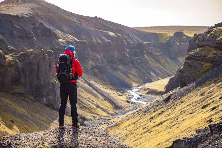 Gamla smalaleiðin meðfram Sólheimajökli er afar vinsæl ferð og hentar göngugörpum allt niður í 12 ára aldur.