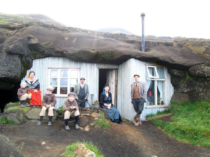 Gestir Laugarvatnshellis ferðast hundrað ár aftur í tímann, en þá var síðast búið í hellinum.