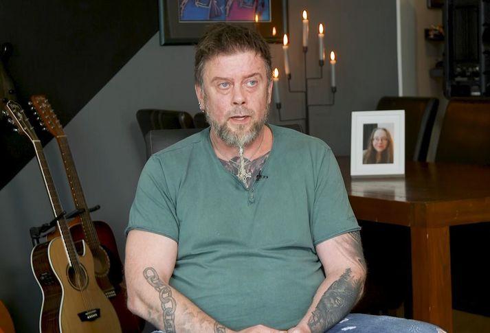 Sjálfsvíg unnustu Stefáns Þórs Stefánssonar var vendipunktur fyrir hann og aðra varðandi starfsemi Hugarafls. Hann er einn þeirra sex sem hafa sent erindi til Félagsmálaráðuneytisins.