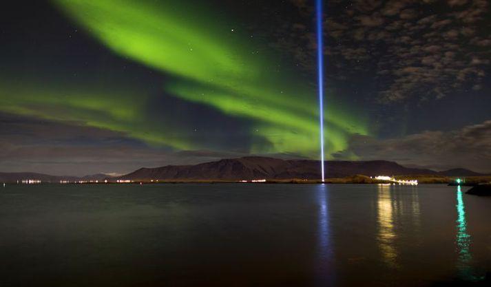 Friðarsúlan í Viðey.