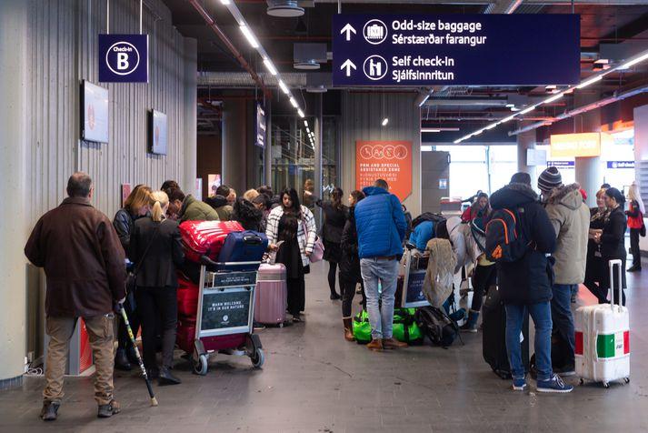 Icelandair hefur aflýst öllu flugi sínu eftir hádegi á morgun samkvæmt upplýsingum á vef Keflavíkurflugvallar.