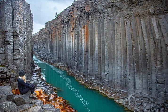 Stuðlagil er vafalítið ein af fegurstu perlum Íslands og þangað hafa Íslendingar streymt í sumar.