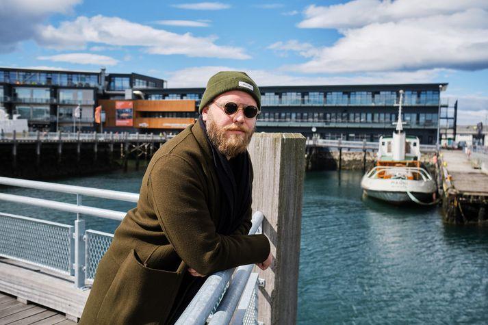 Ásgeir hefur starfað við skipulagningu hátíðarinnar í sex ár. Hér er tónleikasvæðið í baksýn.