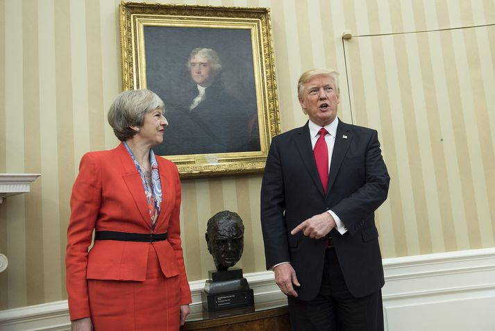 Donald Trump íhugar að grípa til aðgerða til að sýna Bretum samstöðu í verki vegna taugaeiturárásarinnar.