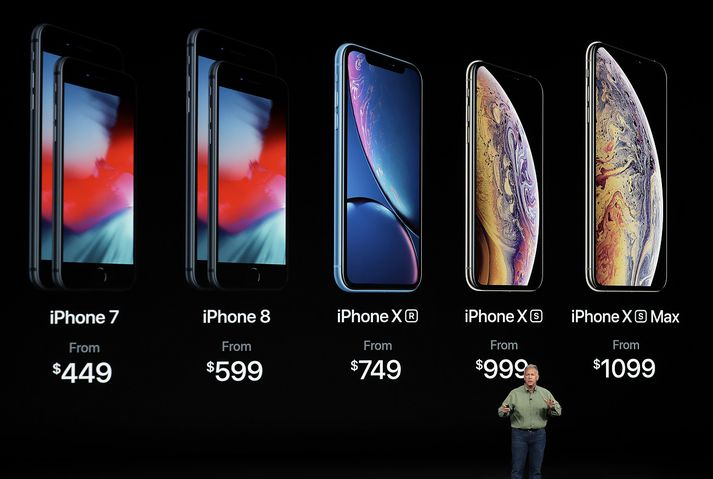 Phil Schiller, varaforseti Apple, kynnir nýja iPhone-síma, þar á meðal hinn tröllvaxna iPhone XS Max.