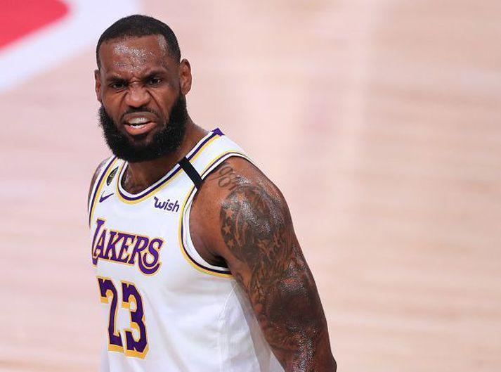 LeBron James í eldlínunni.