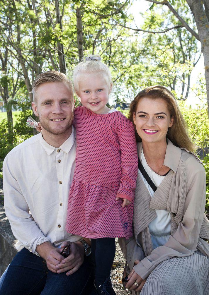 Elísabet, Gunnar Steinn og dóttir þeirra.