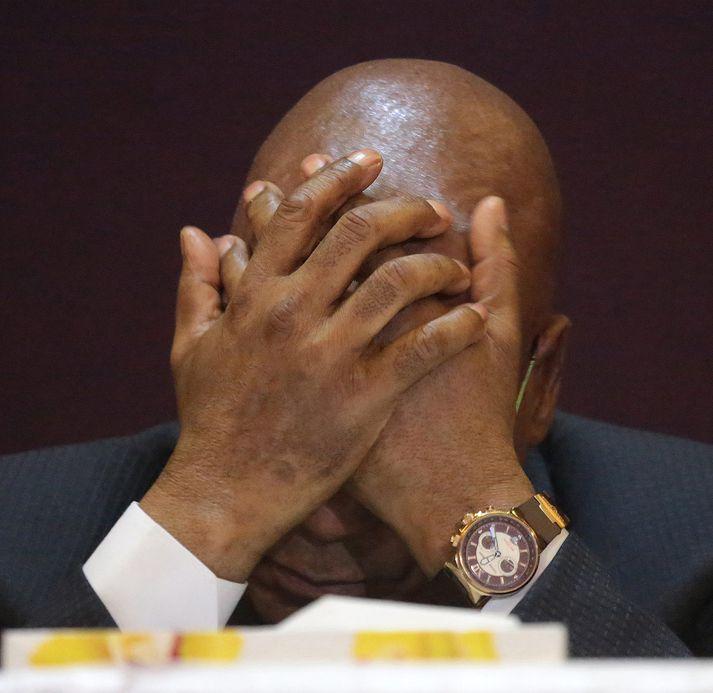 Flokksfélagar Jakobs Zuma vilja losna við hann. Nokkrum sinnum hafa verið bornar sakir á Zuma um spillingu, en hann hefur ávallt neitað.