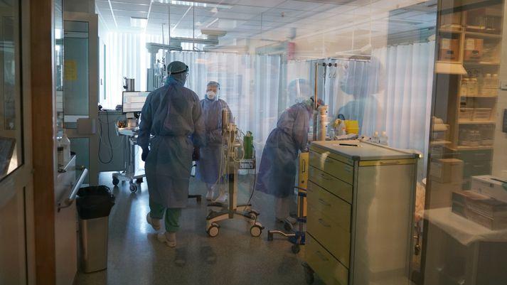 Starfsfólk Landspítalans sem er með væg einkenni verður nú að fara beint í PCR-sýnatöku.