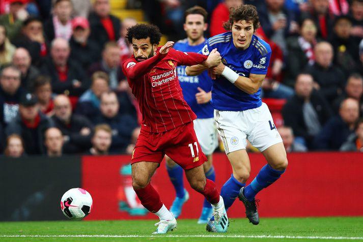 Mohamed Salah í baráttu við Leicester leikmanninn Caglar Soyuncu.