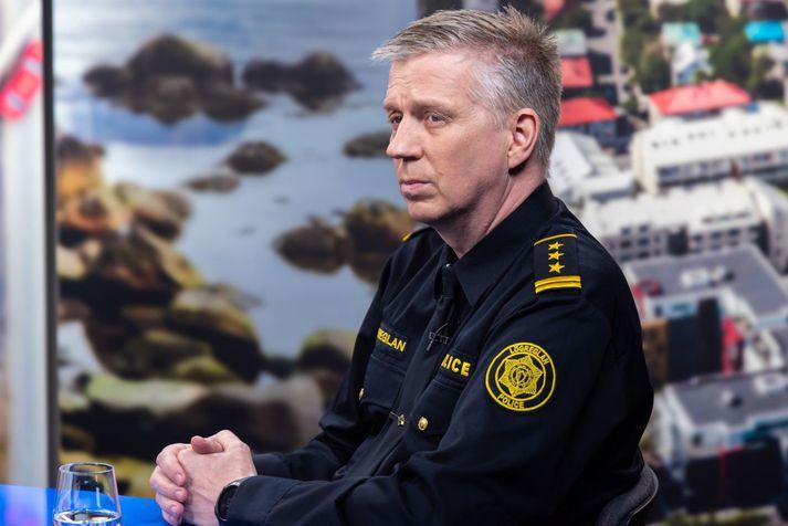 Víðir Reynisson yfirlögregluþjónn er kominn aftur til starfa eftir smá frí.
