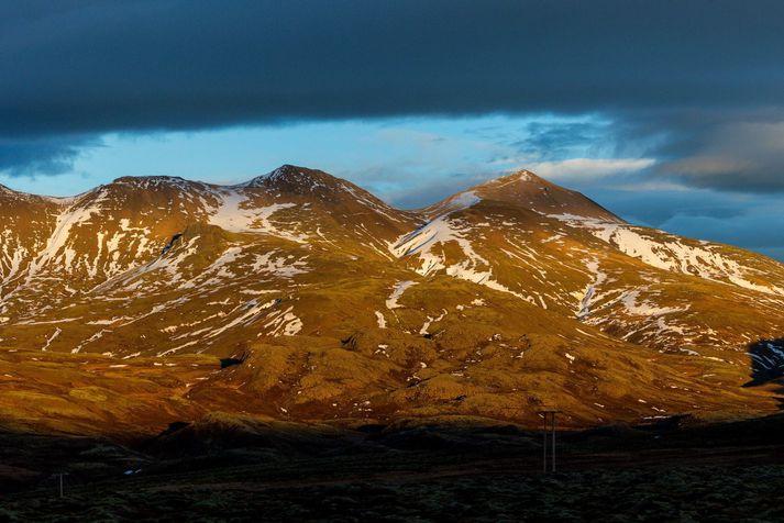 Þyrlan hefur verið kölluð út vegna slyss á göngufólki í Móskarðshnúkum.