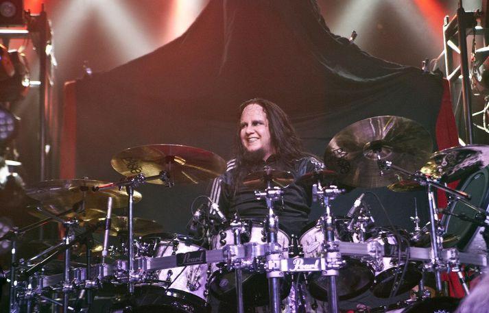 Joey Jordison á tónleikum með Vimic árið 2017.