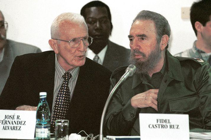 Fernández (t.v.) með Fidel Castro árið 2001.