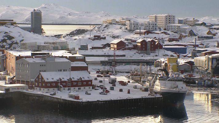 Frá Nuuk, höfuðstað Grænlands. Gamla höfnin í forgrunni.