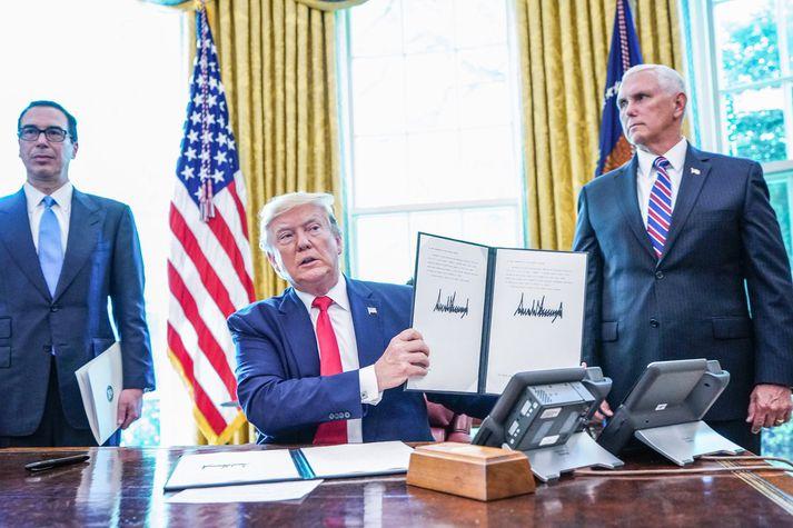 Þeir Mnuchin, Trump og Pence hafa staðið saman gegn Kínverjum í tollastríðinu.
