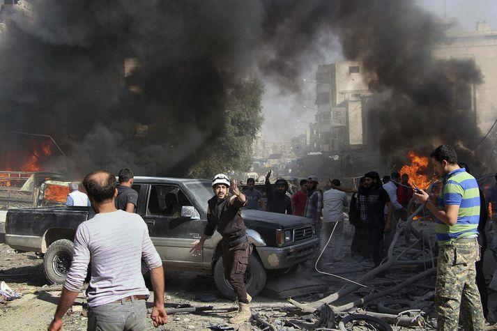 Frá vettvangi loftárásar í Idlib.