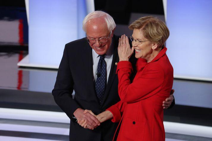 Sanders og Warren við kappræður Demókrata í sumar.