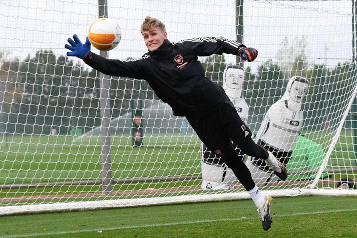 Rúnar Alex Runarsson á æfingu hjá Arsenal fyrir Evrópudeildarleikinn á móti Dundalk.