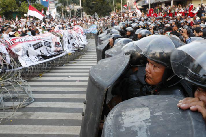 Mótmæli og óeirðir brutust út í Jakarta eftir að tilkynnt var um endanleg úrslit forsetakosninganna.
